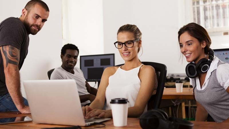 Contribuir y un buen salario, las mayores aspiraciones de los Millennials
